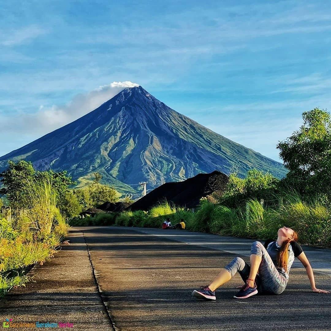 Mayon Volcano (Volkanı)